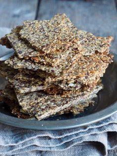 hjemmelaget knekkebrød Healthy Crackers, Bread Baking, Fun Desserts, Food For Thought, Baked Goods, Nom Nom, Granola, Food And Drink, Keto