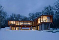 La maison en forme de pont de Joeb Moore + Partners Architects #WoodLovers #architecture #design #house #bridge