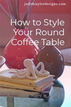 Seeking interior design advice? Check out this post on how to style your round coffee table and make your living room super chic! Large Coffee Tables, Coffee Table Books, Interior Design Advice, Best Paint Colors, Coffee Table Styling, Round Tray, Effortless Chic, Ask For Help, Small Plates