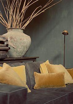 Blikvanger DIY | doe het zelf Met een grote kruik of vaas maak je heel makkelijk een blikvanger die elke ruimte een warme uitstraling geeft. www.twoonhuis.nl