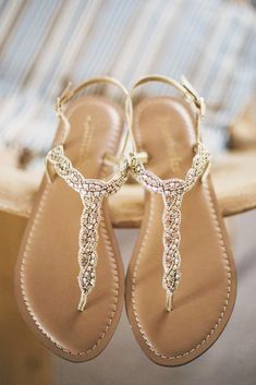 Wedding shoes flats sandals Bride sandals Wedding shoes flats Wedding shoes sandals Wedding shoes Fun wedding shoes - If you re planning a summer wedding or have an invitation to one then you - Shoes Flats Sandals, Sandals Outfit, Wedge Shoes, Shoe Boots, Dress Shoes, Flat Shoes, Strappy Sandals, Dress Lace, Flat Sandals