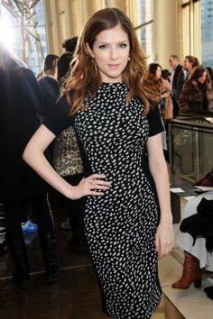 Anna Kendrick wears the Monica Vinader Gold and Dendritic Agate Atlantis Flint Ring and Cocktail earrings at NYFW