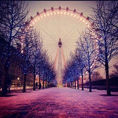 Super cute Ferris wheel pic.