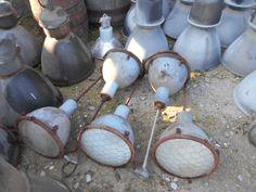 tka  Absolute rariteit blauw emaiile hanglampen met Bol glas !!! Op foto ,net vers vd fabriek geheel origineel worden proffesioneel schoongemaakt prijs pst 275 euro slechts 6 op voorraad