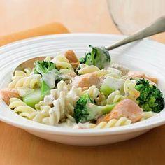 Recept - Pasta met broccoli en zalm in romige saus - Allerhande