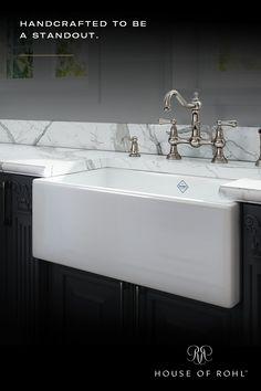 Modern Small House Design, Dream Home Design, Kitchen Cabinet Styles, Kitchen Sinks, Luxury Kitchens, Home Kitchens, Black Bathroom Light Fixtures, Tudor Kitchen, Rose Gold Kitchen