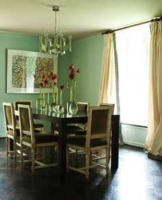 A mix of modern and traditional create a classic space. Green Dining Room, Dining Rooms, Dark Living Rooms, Country Kitchen, Beautiful Homes, New Homes, Dining Table, Space, Contemporary