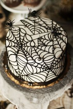 {Creepy} Witches Brew Halloween Party - love this spiderweb cake! Eat if you dare. Jessica Wilcox of Modern Moments Designs concocted this {Creepy} Witches Brew Halloween Party with a timeless Halloween Desserts, Bolo Halloween, Postres Halloween, Halloween Wedding Cakes, Halloween Food For Party, Holidays Halloween, Happy Halloween, Scary Halloween Cakes, Haloween Cakes