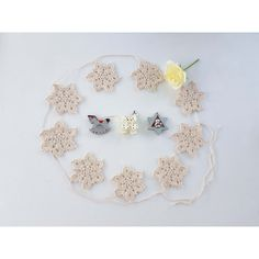 Snowflakes garland, handmade Christmas snowflake ornaments, Christmas... (€18) ❤ liked on Polyvore featuring home, home decor and holiday decorations