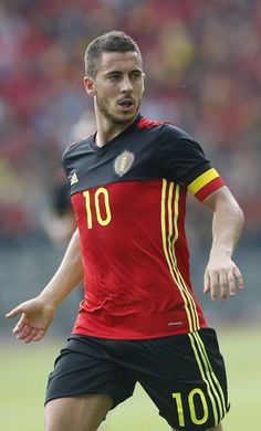 Eden Michael Hazard is a Belgian professional footballer who plays for English club Chelsea and th. Chelsea Fc, Club Chelsea, Chelsea Football, Eden Hazard, Thorgan Hazard, Soccer Guys, Football Boys, Football Players, Football Icon