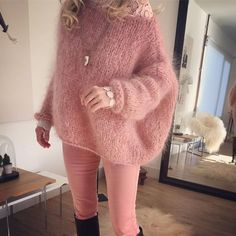 Très bon week-end mes IG ☃️💕 Hand Knitted Sweaters, Mohair Sweater, Gros Pull Mohair, Knit Fashion, Womens Fashion, Angora, Mode Outfits, Pulls, Knitwear
