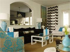 living+room+brown+sofa+turquoise+chair+chevron+drapes.jpg (910×674)