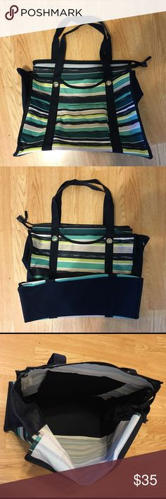 "Thirty-One All Day Organizing Tote All Day Organizing tote    zip top closure, 1 exterior front pocket, 2 interior mesh side pockets, 1 interior flat pocket, 1 interior zipper pocket    13.5""H, 17.5""L, 7""D     Pattern:  Sea Stripe Thirty-One Bags Totes"