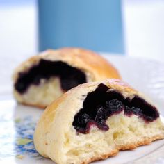 polonaises aux myrtillesBrioches polonaises aux myrtilles Pizza Lasagna These gluten free blueberry scones are absolutely perfect for tea time! Fresh blueberries and a flaky scone make the perfect breakfast or snack! Blueberry Cheesecake Cookies, Blueberry Scones, Croissants, Gluten Free Blueberry, Paleo Meal Plan, Berry Pie, Perfect Breakfast, Eat Breakfast, World Recipes