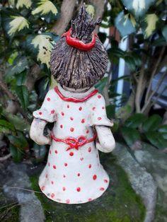 http://de.dawanda.com/product/75388039-FunnyZenzi-Zaunhocker-Gartenkeramik-Skulptur