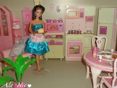 Totally Hair Whitney with the Sweet Roses Living Pretty Kitchen by Mattel Barbie 80s, Barbie Doll House, Barbie Dream, Vintage Barbie Dolls, Barbie And Ken, Childhood Toys, Childhood Memories, Barbie Stories, Barbie Kitchen