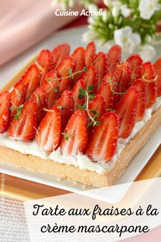 La recette de la tarte aux fraises à la crème mascarpone #cuisineactuelle #tarte #fraise #mascarpone Creme Mascarpone, Cake Recipes, Strawberry, Vegetarian, Sweets, Lunch, Cookies, Dinner, Arts