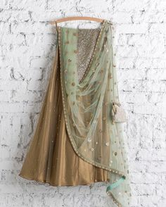 ~ Living a Beautiful Life ~ Meadow and gold night. Indian Bridal Wear, Indian Wear, Indian Style, Ethnic Outfits, Indian Outfits, Desi Clothes, Indian Clothes, Indian Lehenga, Lehenga Designs