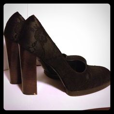 """Gucci Lace pumps Gorgeous Gucci lace pumps! They are used a few times but they are still in great condition. A true size 9, regular fit and 4"""" in heels. Gucci Shoes Heels"""