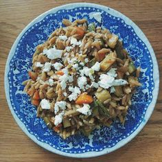 Cook and Bake: ΚΡΙΘΑΡΟΤΟ ΟΛΙΚΗΣ ΜΕ ΛΑΧΑΝΙΚΑ ΚΑΙ ΦΕΤΑ Oatmeal, Grains, Rice, Cooking, Breakfast, Recipes, Food, The Oatmeal, Kitchen