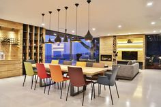 Organic materials in combination with concrete flooring