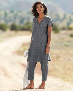 Poetry – Relaxed linen tunic – This longer length tunic style top is in our cros… Poetry – Relaxed linen tunic – This longer length tunic style top is in our cross-dyed linen that is garment washed to create a softly textured, slightly marled c Linen Tunic Dress, Linen Dresses, Linen Dress Pattern, Apron Dress, Dresses Dresses, Clothing Patterns, Dress Patterns, Look Fashion, Fashion Outfits