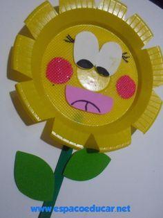Esta flor com pratinho serve para decorar murais e painéis, bem como serve de lembrancinha para datas específicas. É ainda um modo de des...