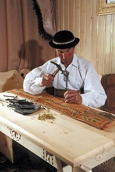 a man crafting a belt in Białka Tatrzańska Polish Government, Polish People, Alpine Village, Man Crafts, Trotter, Backyards, Northern California, Handmade Art, Globe