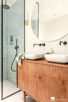 Dreaming of an extravagance or designer master bathroom? We've gathered together lots of gorgeous master bathroom tips for small or large budgets, including baths, showers, sinks and basins, plus bathroom decor some ideas. Minimal Bathroom, Modern Bathroom Design, Bathroom Interior Design, Bathroom Designs, Contemporary Bathrooms, Bad Inspiration, Bathroom Inspiration, Mid Century Modern Bathroom, Bathroom Layout