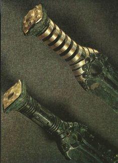 Gold-plated magnificent Bronze Age swords. f885415cb312e3697fa976b5fc7ca771.jpg (300×413)