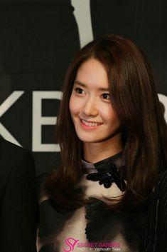 Yoona Tersenyum