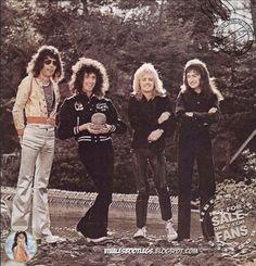 Freddie Mercury, Brian May, Roger Taylor, John Deacon Queen Photos, Queen Pictures, Brian May, John Deacon, I Am A Queen, Save The Queen, Roger Taylor Queen, Queen Aesthetic, Ben Hardy