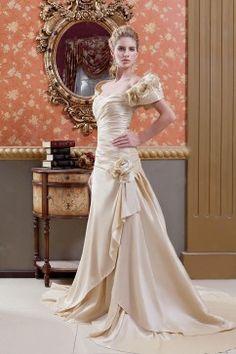 Robe de mariée évasée jupe sirène taille empire traîne satin dentelle