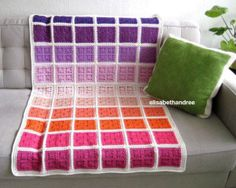 Crochet Granny Squares Blanket Crochet granny square blanket ombre - some years ago i made ?the orange spider bagsee here for the tutorial. ……… the spider blanket i… Crochet Afghans, Diy Tricot Crochet, Crochet Motifs, Crochet Home, Knit Or Crochet, Crochet Crafts, Crochet Stitches, Crochet Patterns, Free Crochet