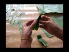 การทำกระทงด้วยมือ (Loy Kratong Festival Thailand 2009)