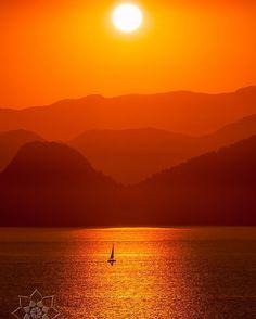 http://ift.tt/1NB33a3 Velejando ao pôr-do-sol!!! Quer ver mais? Entre no nosso site! Curtam nossa Fanpage! http://ift.tt/1NB33a3 #arenalotus #josepharena #photographyislifee #fotografia #fotógrafo #photography #photographer #paisagem #landscape #pordosol #sunset #angradosreis #rj #brasil #brazil #mar #sea #oceano #ocean #natureza #nature #veleiro #sailboat by arenalotus