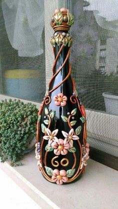 Manualidades By Angelica Wine Bottle Art - Diy Crafts Glass Bottle Crafts, Wine Bottle Art, Painted Wine Bottles, Diy Bottle, Bottles And Jars, Glass Bottles, Liquor Bottles, Perfume Bottles, Decorated Bottles