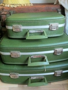 Up up and away - pack up and jet off with these vintage delights - http://thenostalgiaexchange.wordpress.com