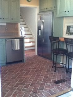 This Kitchen Floor Is The Wrights Ferry Style, Set In A Pinwheel Pattern.  The