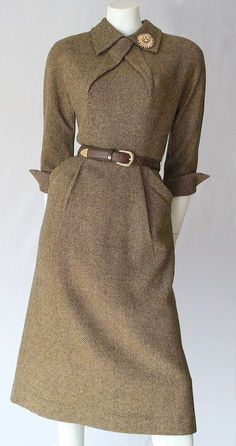 (Fabulous original tweed dress by Pat Hartly.) I love the heft and earthiness of tweed. It has a weight to it that is grounding and yet this look is feminine and businesslike, being a modest and covered dress but not like a sack! Gracious and charming. Moda Vintage, Vintage Mode, Vintage Style, Wedding Vintage, 40s Wedding, Vintage Beauty, Etsy Vintage, Wedding Ideas, Look Fashion