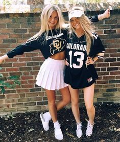 "DIY College Halloween Costumes that'll Make you Say ""WOW! I'm gonna HAVE TO try that"" - College Halloween Costumes - Halloween costumes diy Cheerleaders, Tailgate Outfit, College Games, Funny College, Halloween College, Football Outfits, Cooler Look, Maquillage Halloween, Womens Preppy Outfits"