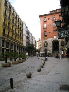 Sabores y Senderos de Sevilla: Madrid Architecture