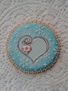 Winter cookie with a heart Fancy Cookies, Iced Cookies, Cute Cookies, Cookie Desserts, Cupcake Cookies, Cookies Et Biscuits, Heart Cookies, Christmas Sugar Cookies, Valentine Cookies