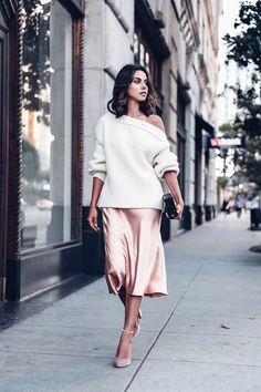 Holiday outfit idea - Off the shoulder sweater + pink slip dress. - Total Street Style Looks And Fashion Outfit Ideas Fashion Blogger Style, Look Fashion, Winter Fashion, Fashion Bloggers, Street Style Fashion, Spring Fashion, Net Fashion, Feminine Fashion, Fashion 2018