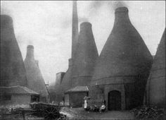 Bottle-shaped pottery kilns in Stoke-on-Trent, Staffordshire, England Pottery Kiln, Old Pottery, Industrial Architecture, Vernacular Architecture, Victorian Life, Concrete Structure, My Family History, Grisaille, Interesting Buildings