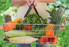 10 tips on buying organic foods on a budget