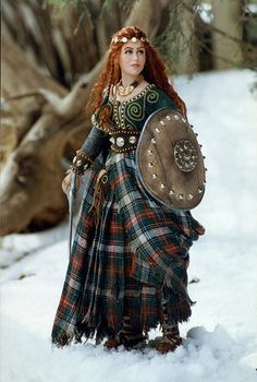 Wendelin Red-haired Celtic warrior maiden, stands with sword and shield ready to defend her people. - by Martha & Marianne Medieval Costume, Medieval Dress, Medieval Clothing, Medieval Fantasy, Celtic Costume, Celtic Clothing, Gypsy Clothing, Celtic Warriors, Female Warriors