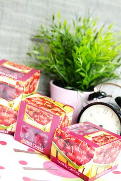 Hygge Domov Yankee Candles, Hygge, Relax, Gift Wrapping, Candy, Gifts, Gift Wrapping Paper, Presents, Wrapping Gifts