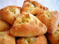 Juicy meat stuffing, baked in crispy dough Russian Desserts, Russian Recipes, Gula, Savoury Baking, Bread Bun, Galette, Empanadas, Other Recipes, Soul Food
