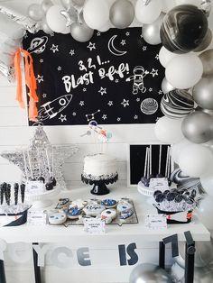 Halloween Bag Topper Bugs and Kisses Printable Bag Topper Halloween Bags, Theme Halloween, 2nd Birthday Party Themes, Boy Birthday, Third Birthday, Birthday Ideas, Space Party, Space Theme, Party Planning